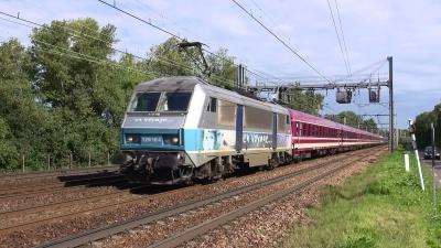 La BB26164 emmène le train 27333 en direction de Perpignan