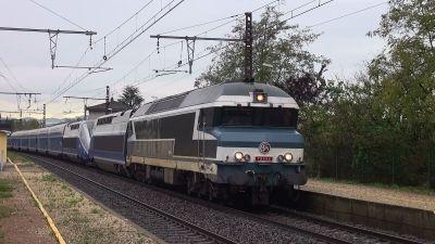 Les CC72000 acheminent la rame TGV 736